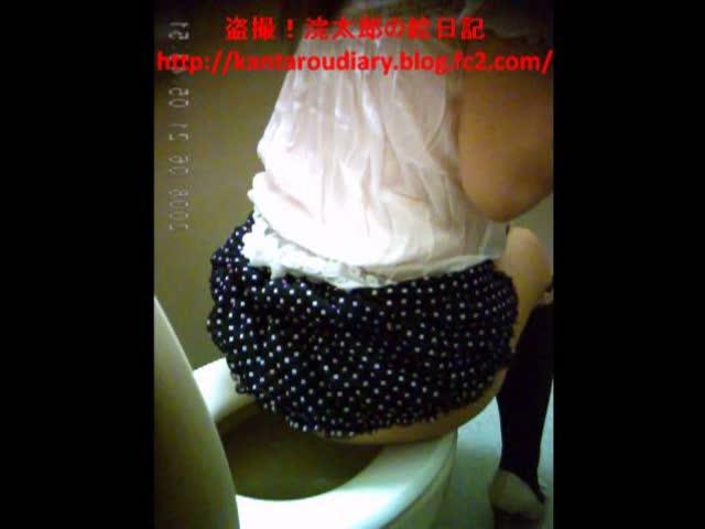 レストランの女子トイレに設置したカメラで可愛らしい素人娘のプリッとしたお尻を盗撮成功w