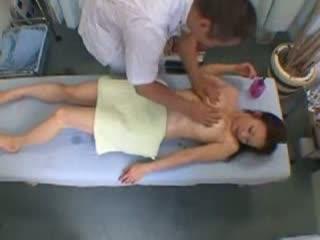【マッサージ】変態マッサージ師のセックス治療に応じてしまった素人娘の一部始終